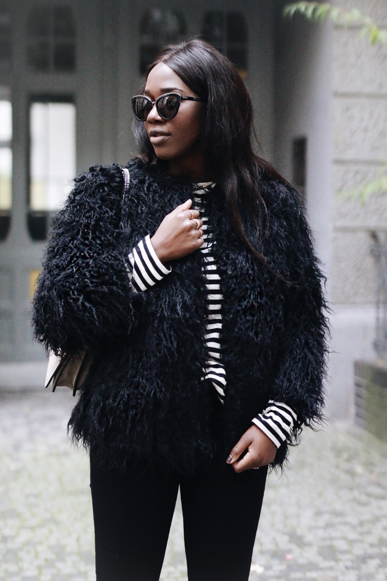 Outfit: Fluffy Black Coat